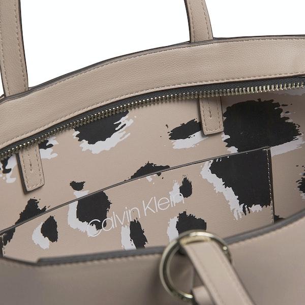 Saco de Compras Senhora Calvin Klein Ck Must F19 Med Shop