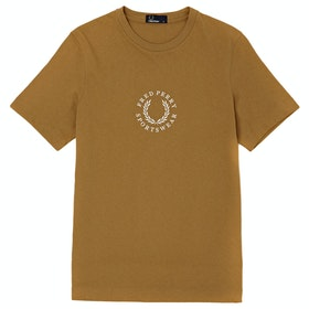 Fred Perry Circular Embroidered Kurzarm-T-Shirt - Dark Gold