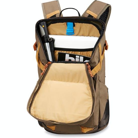 151a9cffca26 Dakine Canyon 24L Backpack available from Surfdome