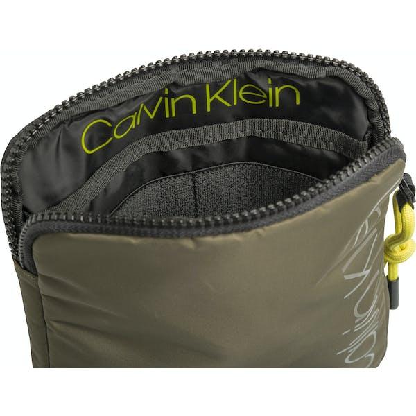 cheaper 8677c bf9bd Calvin Klein Trail Mini Flat Messenger-Tasche